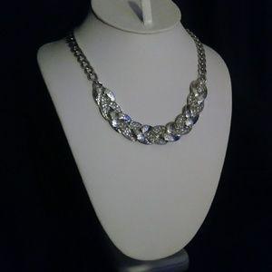 Jewelry - Stunning collar necklace